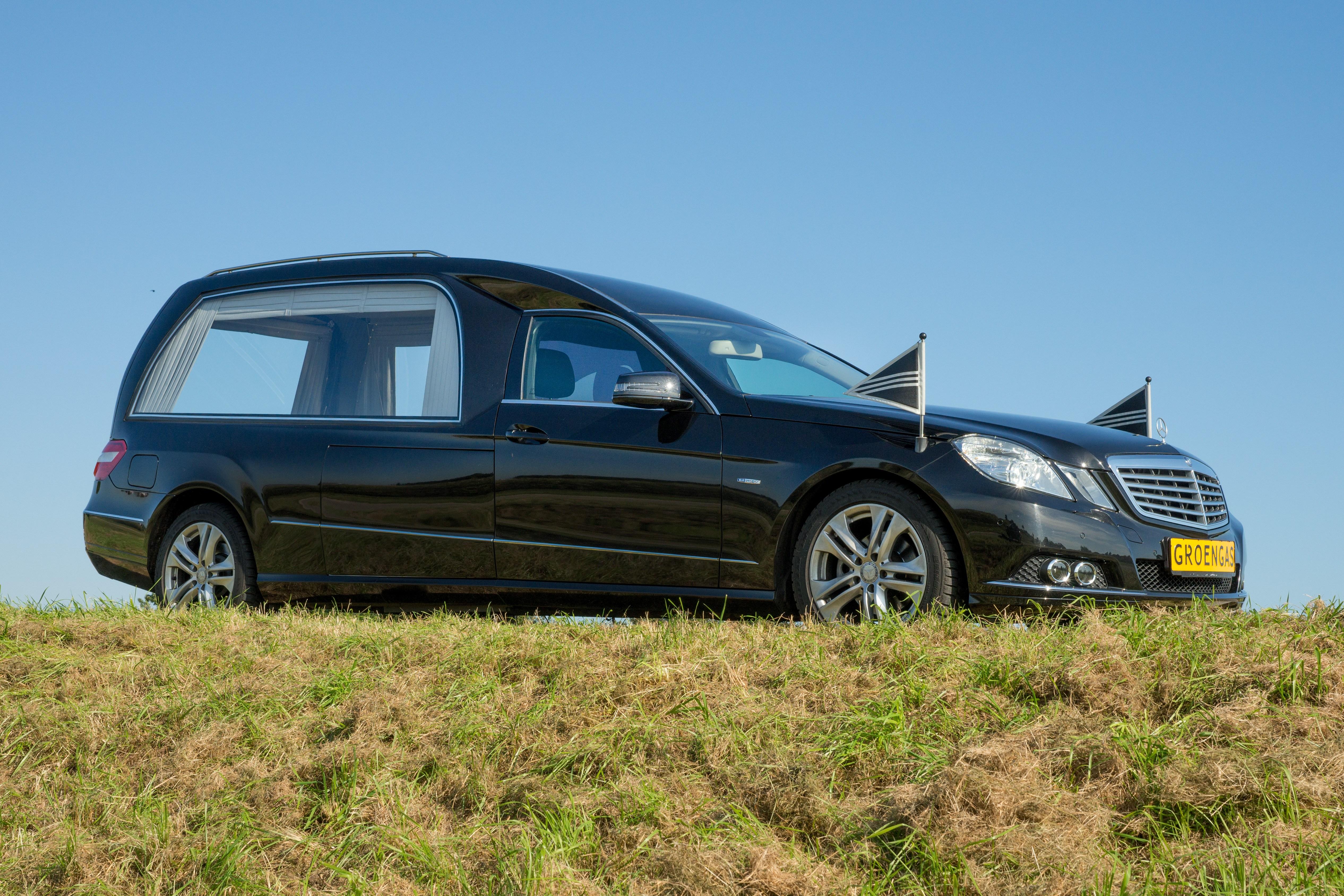 Mercedes zwart groengas